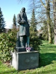 1. Socha Josefa Hlávky v Lužanech